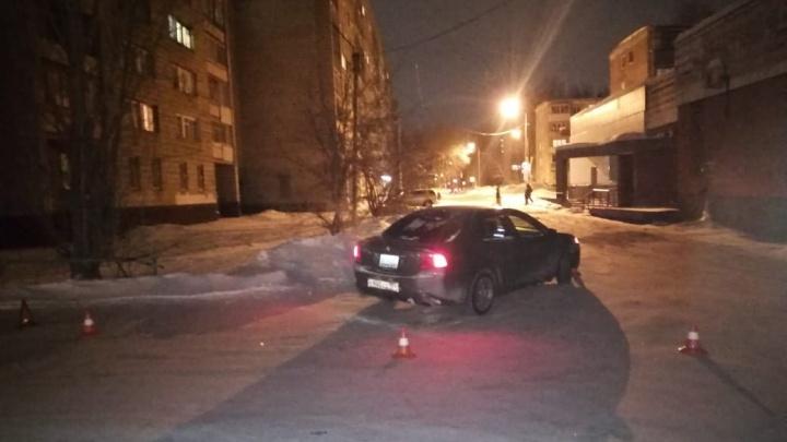 Легковушка сбила мать с 6-летней дочерью на Сибиряков-Гвардейцев— обе в больнице