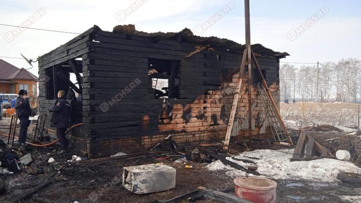 По факту пожара в Башкирии, в котором погибли мать с сыном, возбуждено уголовное дело