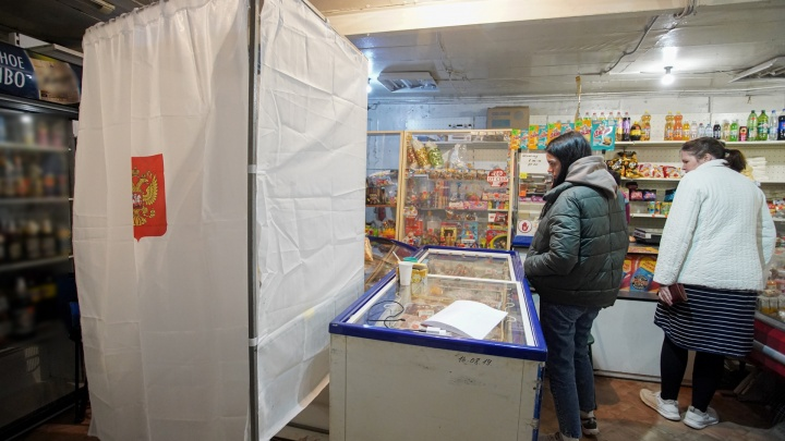 В окружении бутылок и котлет: магазин в пригороде Челябинска превратили в избирательный участок