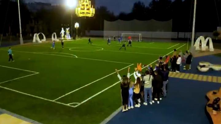 Уроки гольфа на физкультуре: на стадионе «золотой» школы Симановского прошли первые тренировки