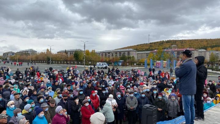Яблоку негде упасть: в Башкирии на акции против оптимизации больницы собралась целая площадь народу