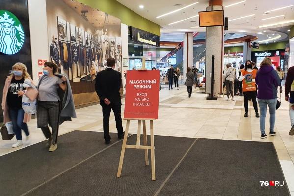 Инцидент из-за масочного режима произошел в торговом центре «Аура»