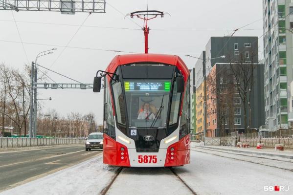 """Трамвай<nobr class=""""_"""">№ 11</nobr> обозначается оранжевым и зеленым"""