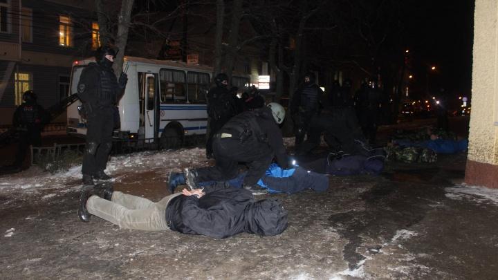 Полицейские задержали сургутянина, с ножом напавшего на женщин. Он ранил их в грудь и лицо
