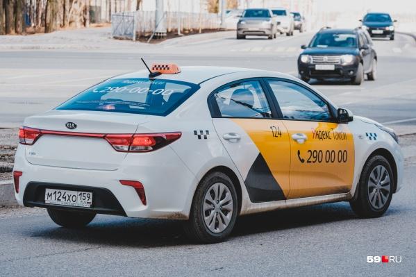 Сейчас у такси желтые только двери, но в ближайшем будущем им может понадобиться полная оклейка