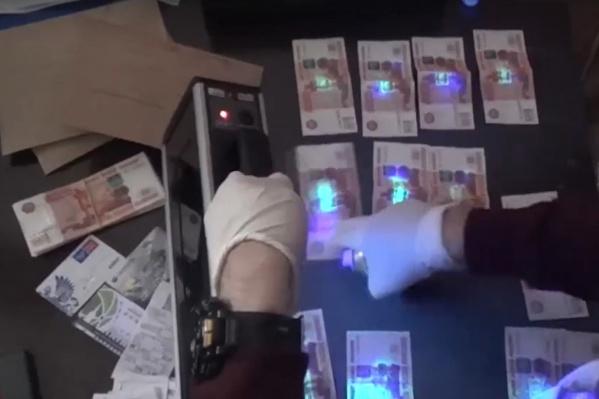 Оперативные съемки момента задержаниячиновницы администрации Красноярска Ирины Тюриной, подозреваемой в получении взятки