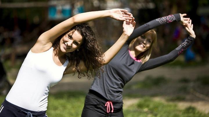 «Не дожидайтесь, пока прижмет»: как избавиться от неприятных ощущений в спине, лишнего веса и стресса
