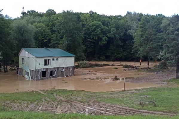 Так выглядят некоторые дома в Горячем Ключе после потопа