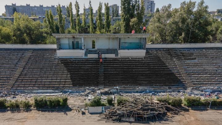 В Волгограде начали крушить легендарный стадион «Трактор». Смотрим фото с высоты