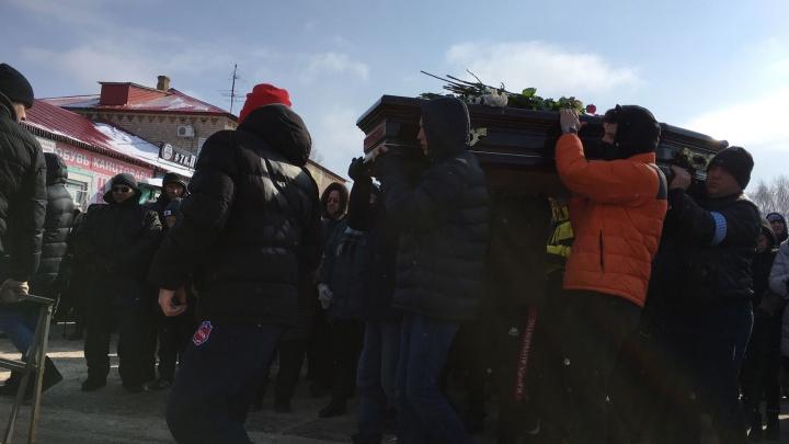 Проводили всем миром: в Самарской области простились с погибшими в ДТП под Курумочем