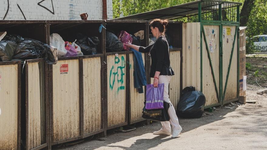 Мусор и крысы: в центре Перми жильцы жалуются, что весь квартал носит отходы на одну контейнерную площадку