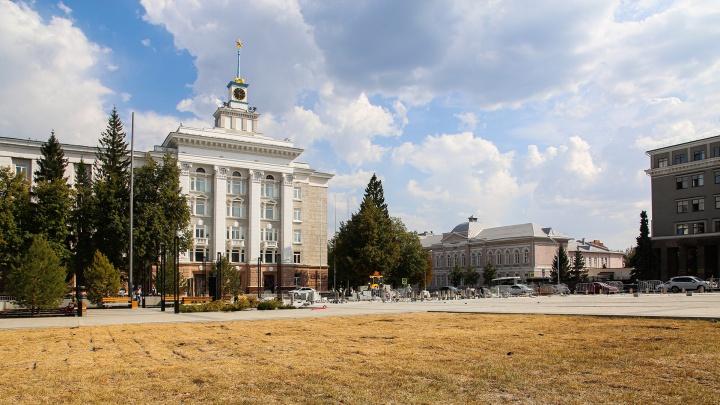 Выжженные газоны, недоделанная ливневка и лего-брусчатка. Что происходит на Советской площади в Уфе