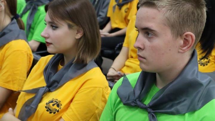 В шахтерских городах Красноярского края прошло посвящение старшеклассников в ученики классов СУЭК