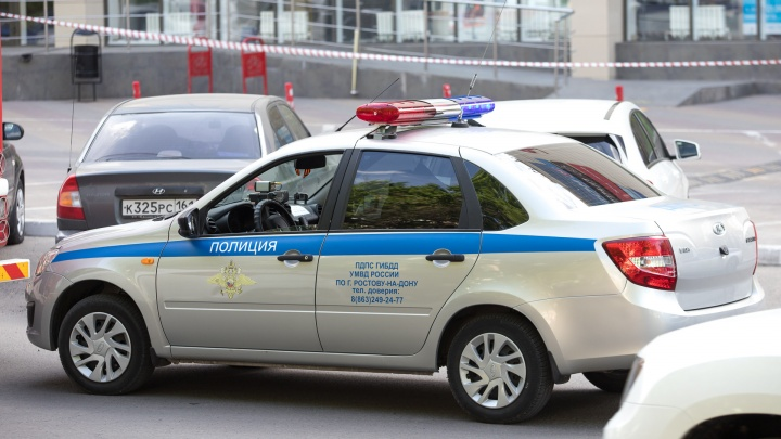 В Шахтах полицейские подменили наркотики на другое вещество, чтобы помочь задержанному