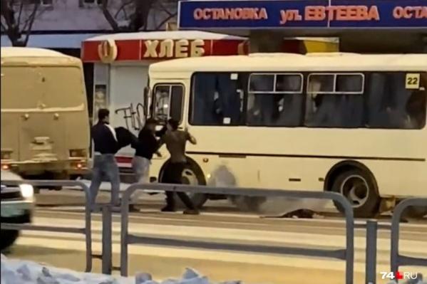 Драке предшествовала лихая езда с пассажирами в салонах автобусов