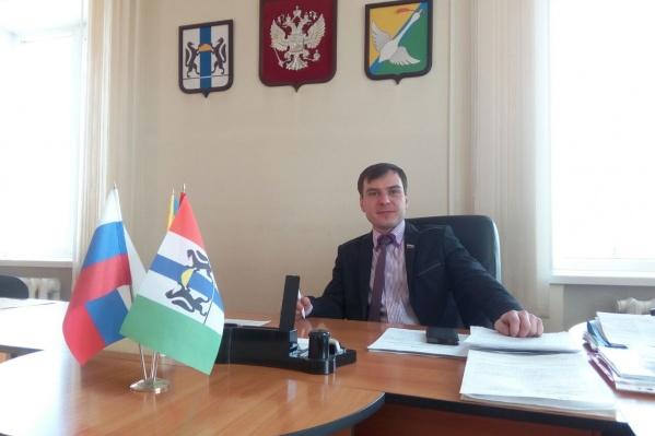 Максим Захаров занимал пост исполнительного секретаря Краснозёрского отделения партии «Единая Россия»