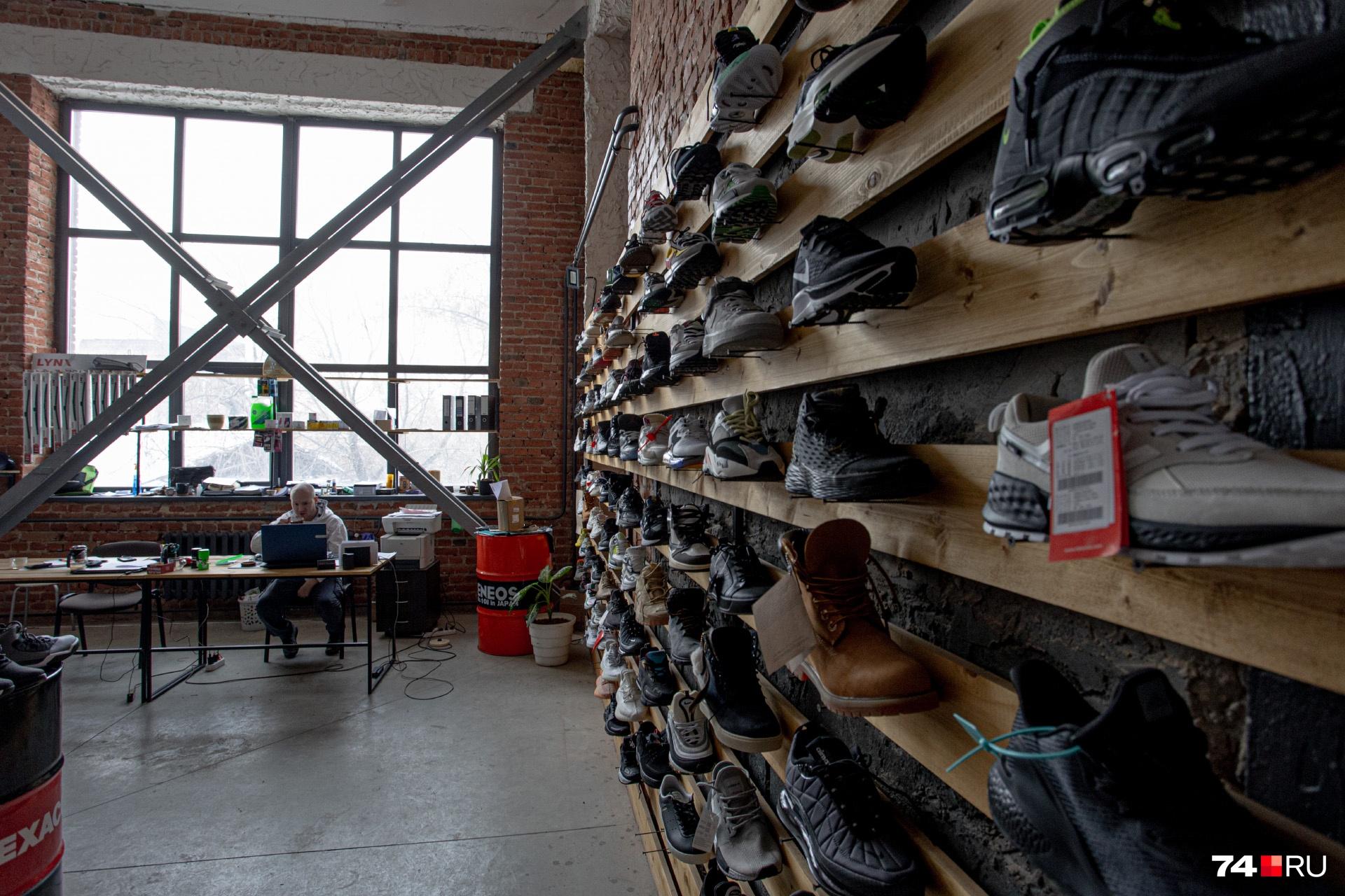 Площадь этого магазина кроссовок больше, чем в шоурумах в ТРК
