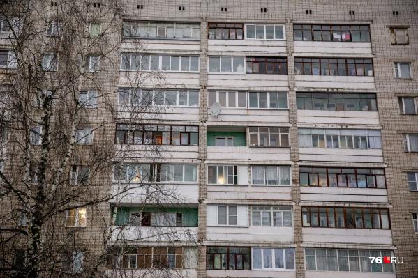 Тело на балконе обнаружил муж погибшей