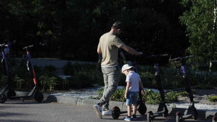 «Пора придумывать правила игры»: челябинский урбанист — о том, почему нельзя запрещать самокаты
