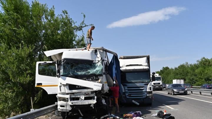 В ГИБДД назвали причину массовой аварии на М-4 «Дон» в Аксайском районе