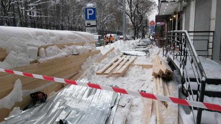В Перми после ЧП на Краснова начали проверять временные строительные ограждения