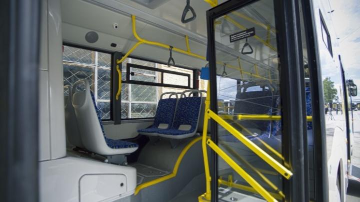 В Новосибирск до конца 2021 года приедут 100 автобусов — их отправят на новые маршруты