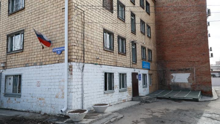 Пьяный водитель попал в красноярский наркодиспансер и умер от побоев — судят санитара