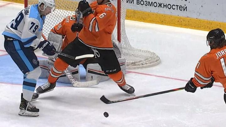 «Сибирь» проиграла «Амуру»: единственную шайбу новосибирцы смогли забросить только в конце матча