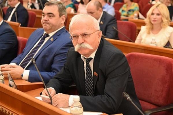 47 депутатов проголосовали за прекращение Вахтангом Козаевым полномочий