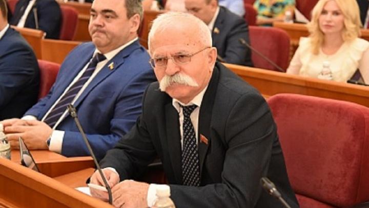 «Я забыл»: скандальный депутат Козаев досрочно лишился мандата в донском Заксобрании