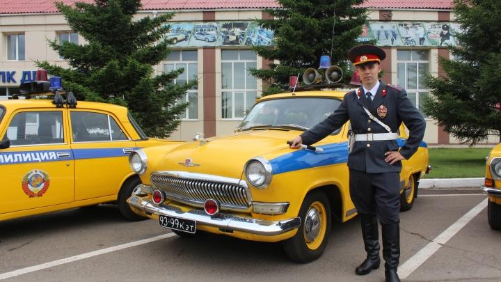В честь юбилея ГИБДД на красноярских дорогах отдежурили ретропатрули