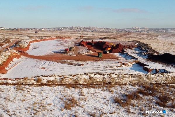 Так карьер в Солонцах выглядел в ноябре. Сейчас работы по добыче грунта не ведутся