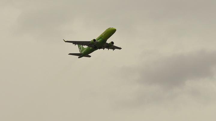 В Тюмени из-за отказа двигателя экстренно сел самолет. Уральские следователи проводят проверку