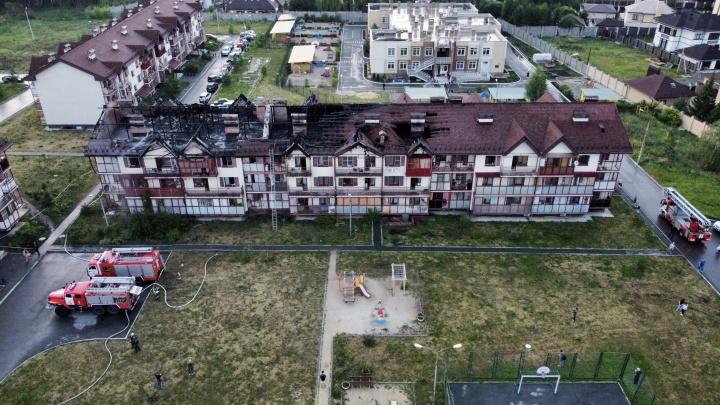 В «Залесье» многоквартирный дом загорелся после удара молнии