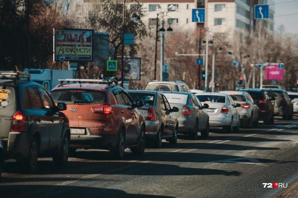 Платные парковки помогают водителям экономить время на поиск места в центре