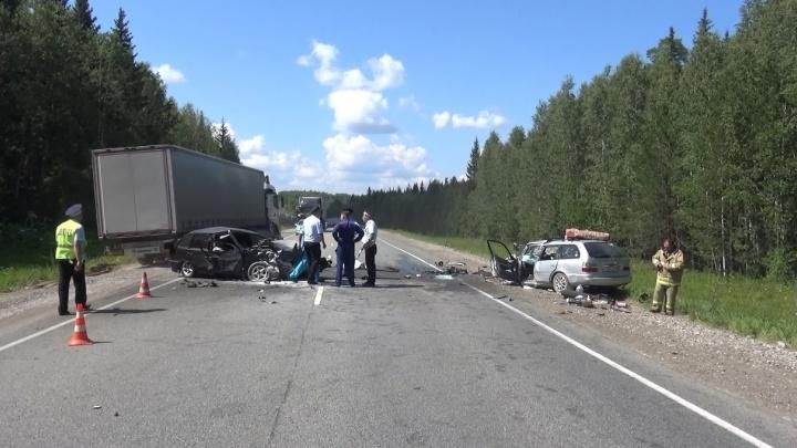 На Пермском тракте молодой водитель вылетел на встречку и устроил аварию. Погибли три человека