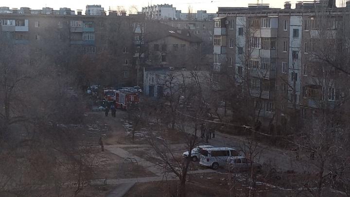 В Волжском оцеплен микрорайон. Идет эвакуация людей