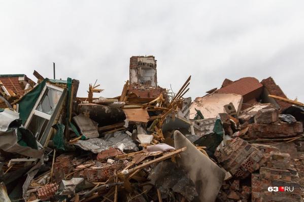 После сноса подрядчик также должен вывезти на свалку и строительный мусор