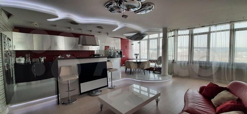 Площадь кухни — 25 квадратных метров