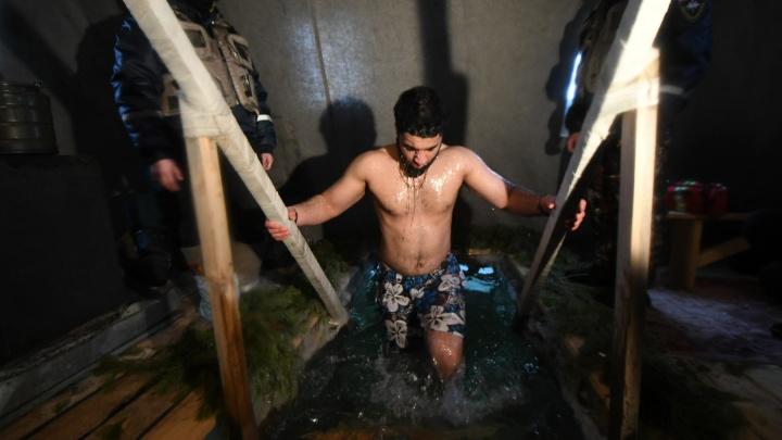 «Очень холодно, я к такой воде не привык!»: студенты из Сирии и Египта нырнули в ледяной Шарташ