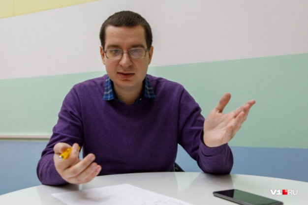 Сомнолог убежден, что идеальный для россиян вариант — возврат к сезонному времени