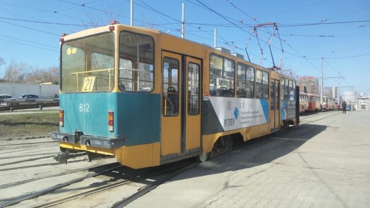 На Московской поехавший не туда трамвай протаранил три автомобиля