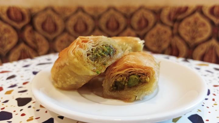 В центре Новосибирска готовят баклаву как в Турции — на выбор 5 начинок (есть даже с кедровым орехом)