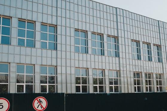 Стройка спорткомплекса в центре Тюмени затягивается. Что происходит на месте бассейна «Токио» сейчас