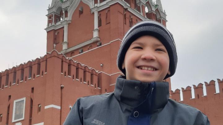 Сергей Безруков опубликовал историю омского мальчика, которого усыновила москвичка