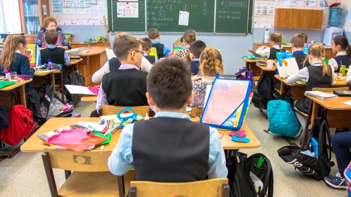 Стало известно, когда можно будет получить по 10 тысяч рублей на школьников