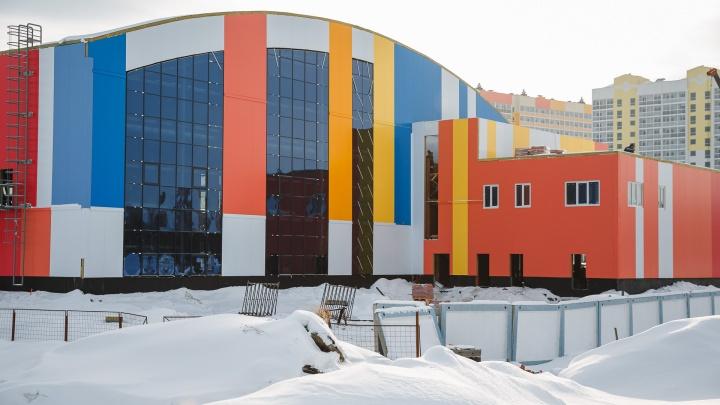 В Кемерово строят большой теннисный центр. В мэрии рассказали, когда он начнет работу