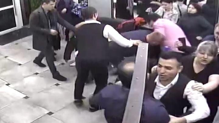 В Екатеринбурге будут судить сотрудника ФСБ, после драки с которым умер тюменец. Публикуем видео потасовки