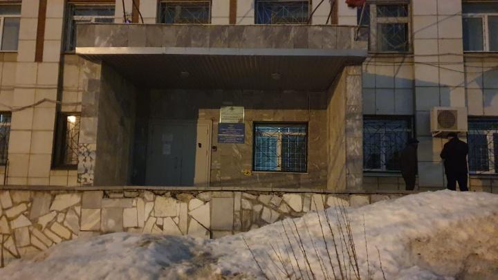 В Екатеринбурге адвокат с подзащитной спрятались вотделе полиции, опасаясь расправы