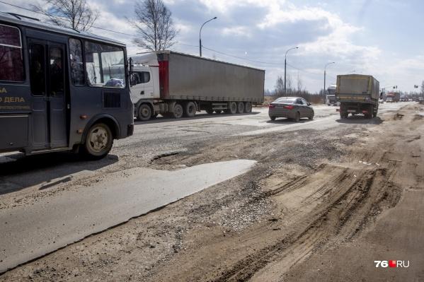 Юго-западная окружная дорога в Ярославле днем, 6 апреля 2021